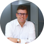 """Andreas Dolle: einer der Autoren des Praxisbuchs """"Von Null auf Homeoffice - Masterplan für kollaboratives Arbeiten von überall"""""""